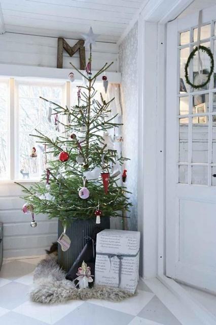 Simple Scandinavian Christmas Tree