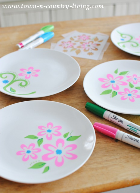 Decorating Dessert Plates with Stencils. See food safety info at the end of the instructions & Decorating Dessert Plates with Sharpies - Town \u0026 Country Living