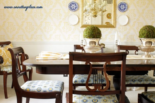 Traditional Style Dining Room in Blue and Yellow