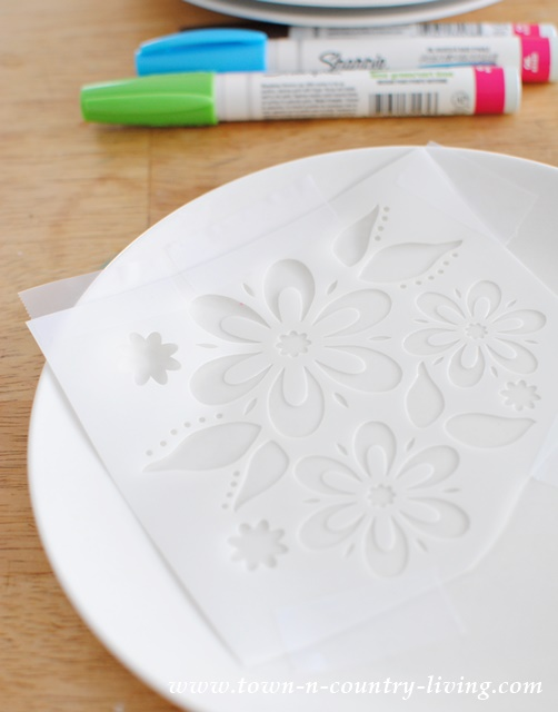 How to stencil dessert plates with oil-based Sharpies & Decorating Dessert Plates with Sharpies - Town u0026 Country Living