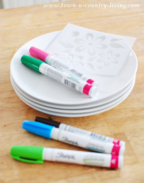 Supplies for Decorated Dessert Plates include a stencil and oil-based Sharpies. & Decorating Dessert Plates with Sharpies - Town u0026 Country Living