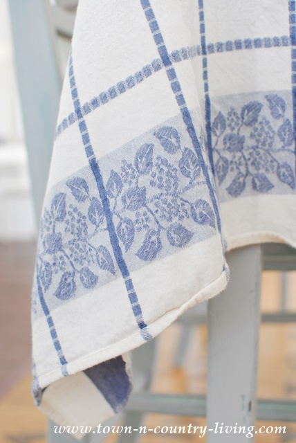 Damask Tablecloth in Blue and White