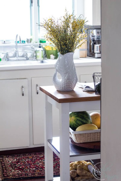 Kitchen island in a white kitchen by the eastern seaside