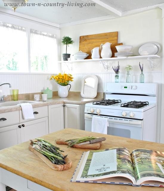 The american kitchen farmhouse style town country living for American farmhouse style