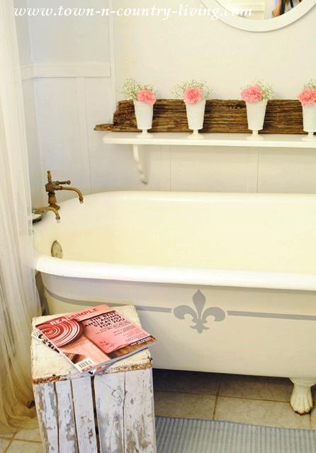 Claw Foot Tub in Farmhouse Bathroom