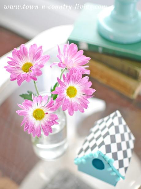 Farmhouse Style Spring Vignette