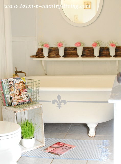 Claw Foot Tub in Farmhouse Bathroom