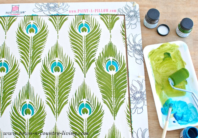 How to stencil a pillow with the Paint-a-Pillow kit