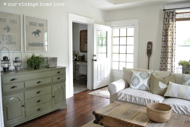Farmhouse Living Room - see the entire home tour!