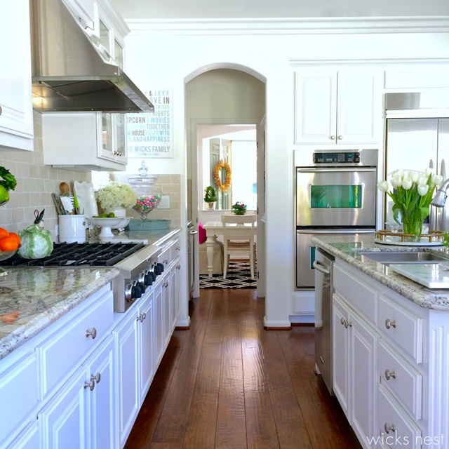 Traditional Kitchen in White