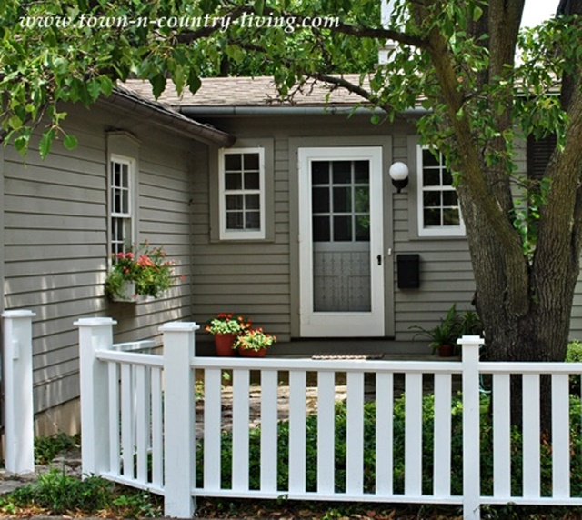 Creating Curb Appeal with a Simple Fence