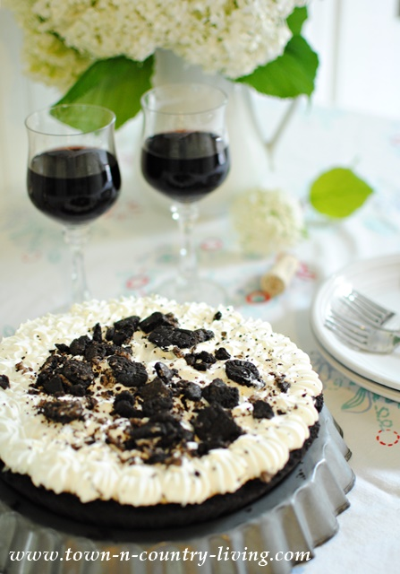 Edwards Cookies and Creme Pie