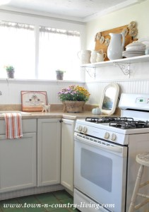 Fall Decor in My Farmhouse Kitchen