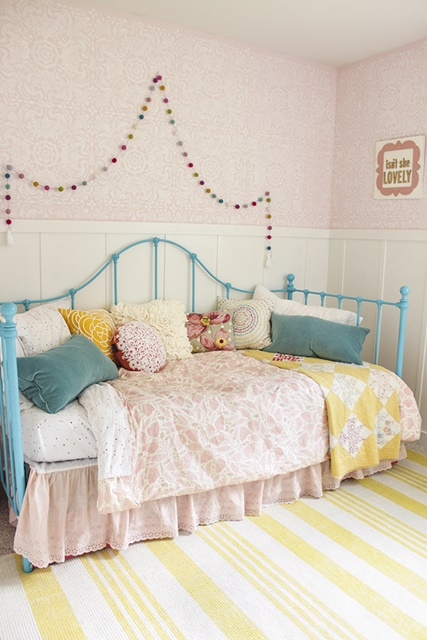Daybed in Girl's Bedroom
