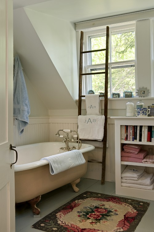 Awesome Country Style Bathroom with Painted Claw Foot Tub