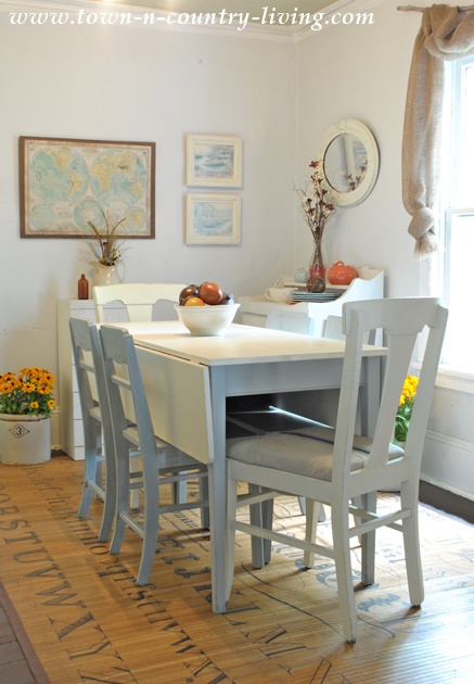 Fall Decor in a Farmhouse Dining Room