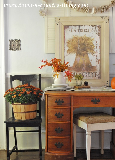 Fall Decorating in a Farmhouse Entryway