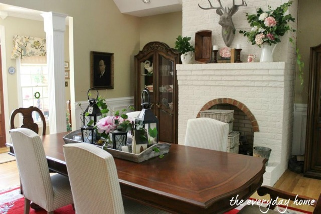 Traditional Style Dining Room