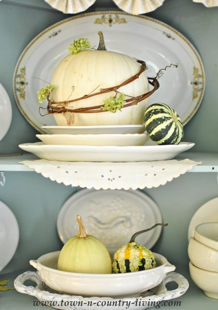 Displaying Dishes Farmhouse Style Town & Country Living