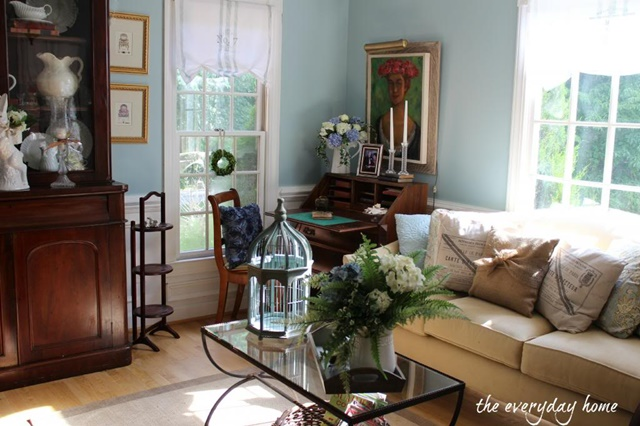 Traditional Style Living Room