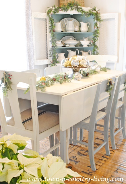 Christmas Farmhouse Dining Room