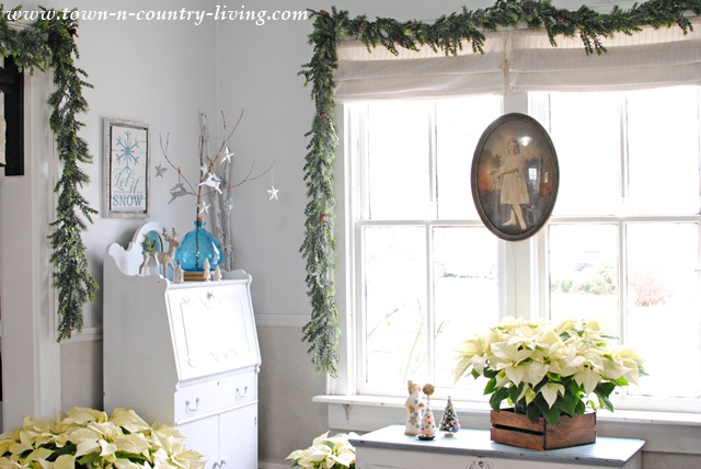 Christmas Farmhouse Entryway