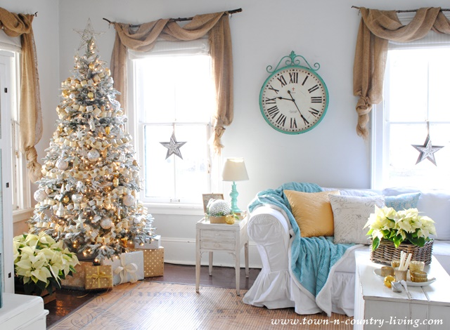Christmas Farmhouse Family Room