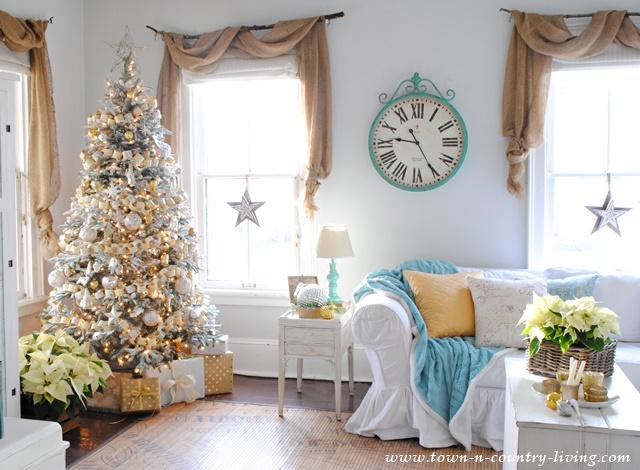 Christmas Farmhouse Family Room