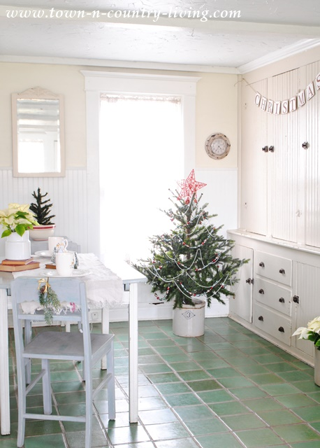 Farmhouse Breakfast Nook Decorated for Christmas