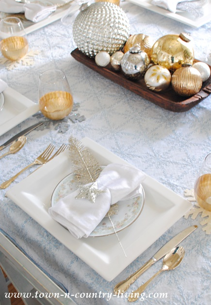 Christmas Table Setting & Christmas Table Setting in Blue Silver and Gold - Town u0026 Country ...