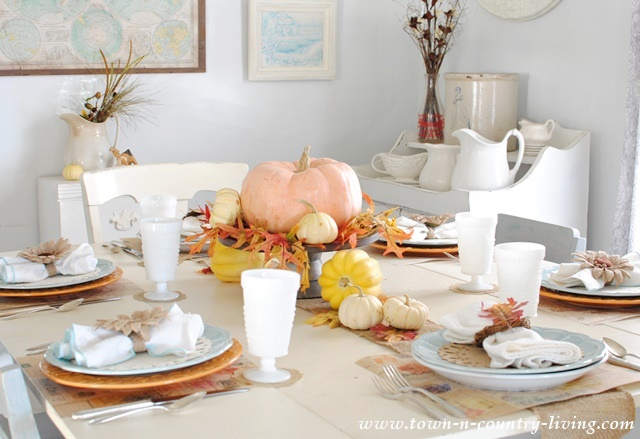 Simple thanksgiving table setting town country living for Country living christmas table settings