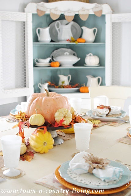 Simple Thanksgiving Table Setting & Simple Thanksgiving Table Setting - Town u0026 Country Living