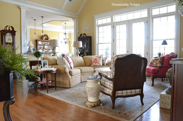 Traditional Style Great Room