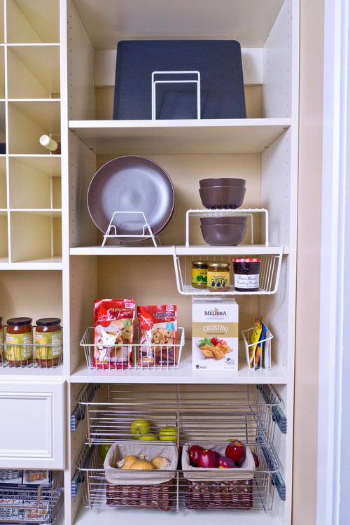Wire Racks and Baskets to Organize the Kitchen