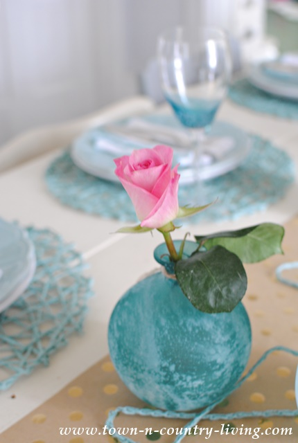 Pink and Blue Color Trend in the Dining Room