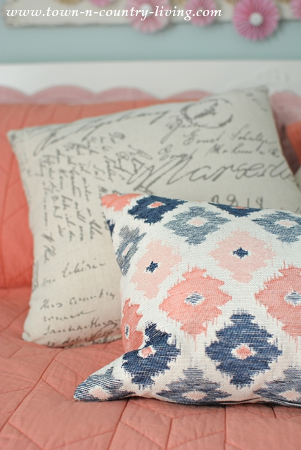 Layered Pillows for Farmhouse Bedroom