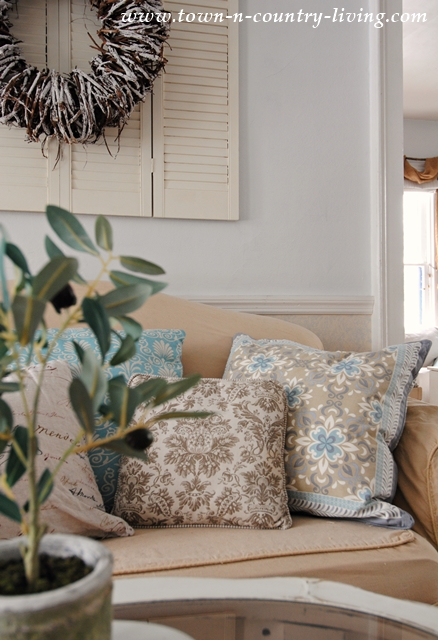 Cozy Pillows for a Farmhouse Living Room