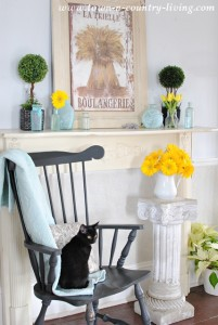 How I Found My Vintage Mantel