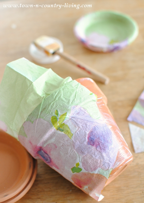 How to decoupage terra cotta pots with paper napkins.