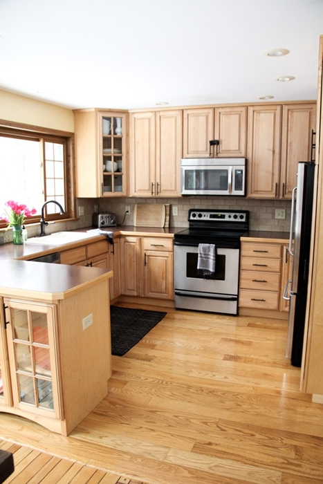 Traditional Style Kitchen with Wood Cabinets