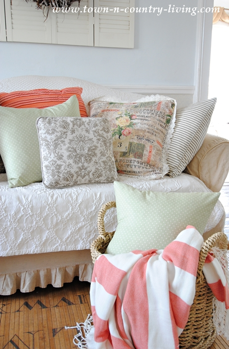 DIY Vintage Style Pillows. So easy to make!