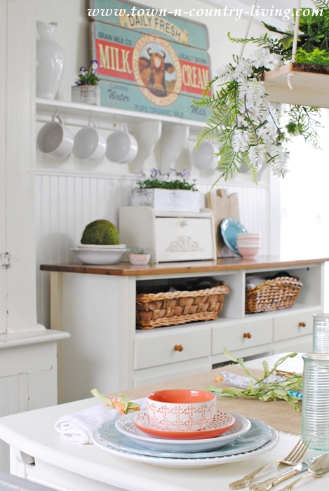 Spring Home Tour. Farmhouse Kitchen.