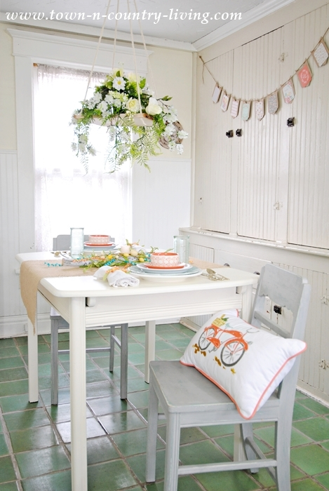 Home Tour. Spring Decor in a Farmhouse Dining Nook