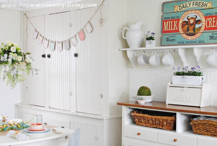 Home Tour. Spring in a Farmhouse Kitchen.