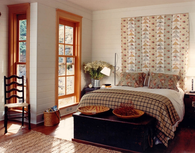 Farmhouse Bedroom with Hanging Quilt. Decorating with Quilts
