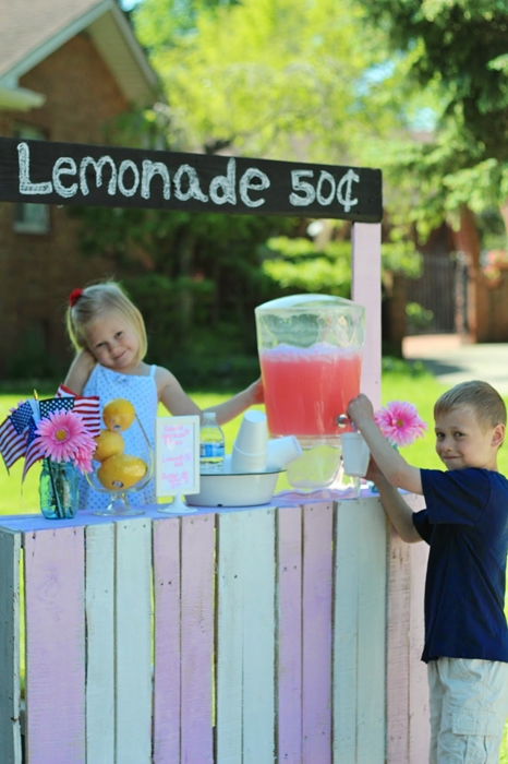 Lemonade Stand Made with Pallets