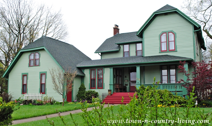 Historic Homes of Sycamore, IL. A beautiful green Victorian house with great curb appeal.