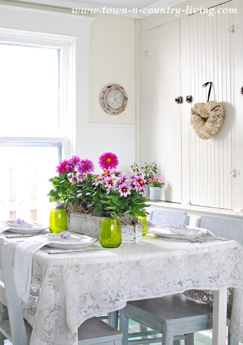 Spring Table Setting in Pink and Green