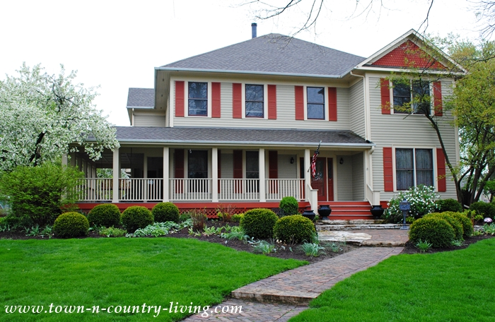 Traditional Clapboard Historic Home in Sycamore Illinois