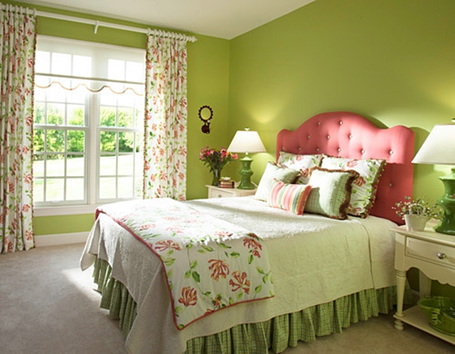Traditional Bedroom in Pink and Green